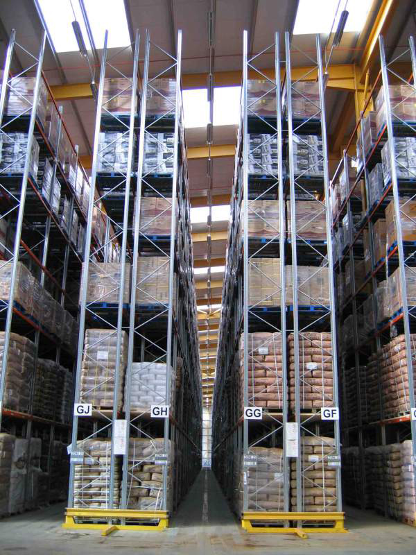 very-narrow-aisle-pallet-racking-02