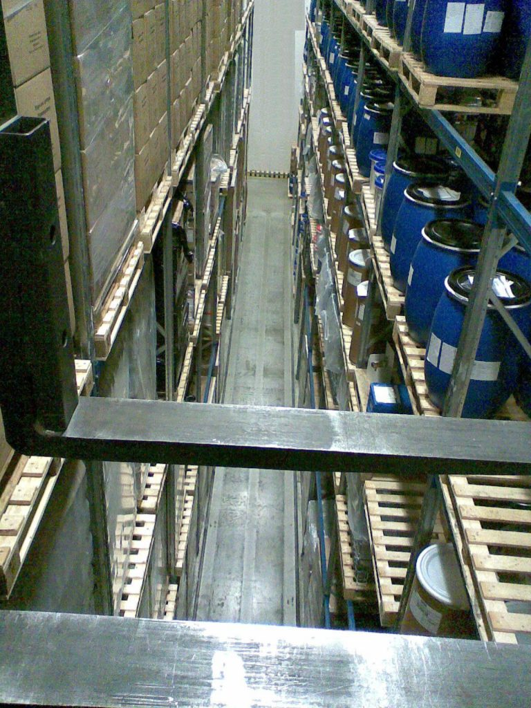 very-narrow-aisle-pallet-racking-05-768×1024