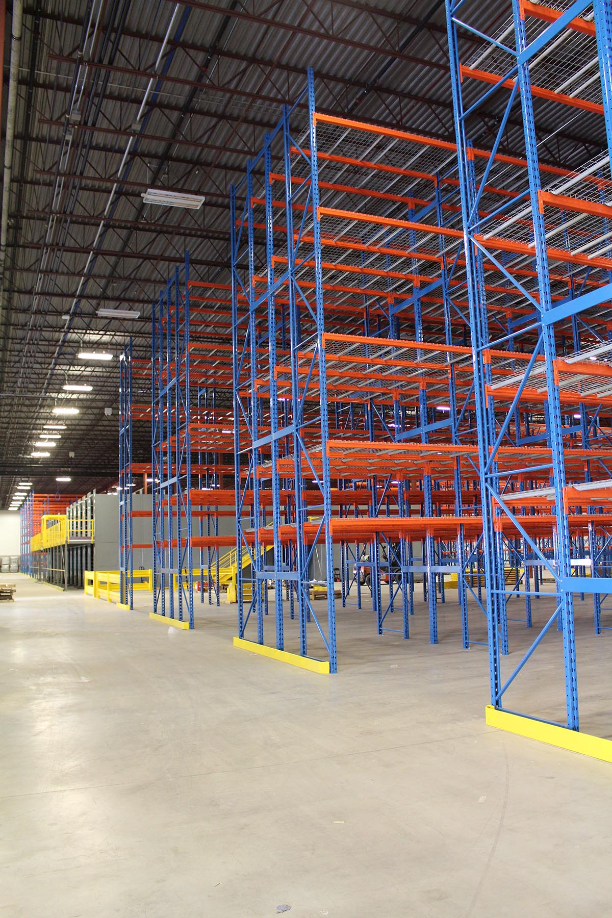 storage-racks-distributio-center